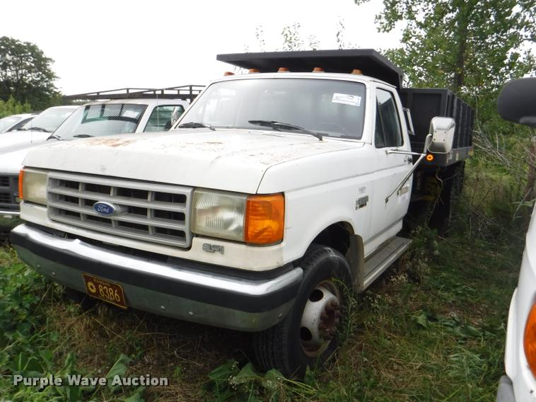 1989 Ford F450 Super Duty XL flat dump bed truck