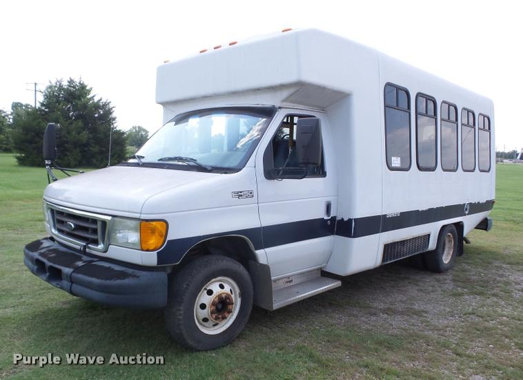 2005 Ford Econoline E450 shuttle bus