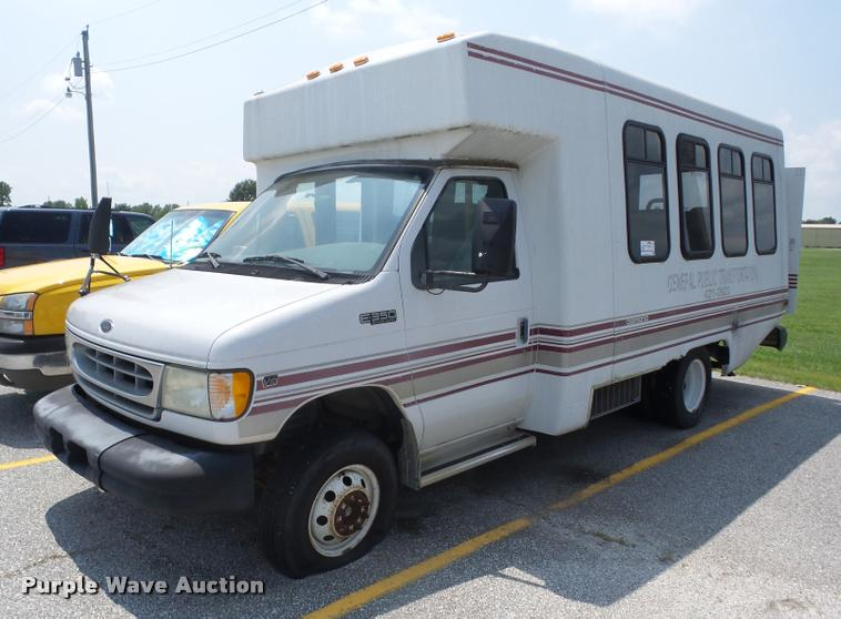 2002 Ford Econoline E350 Super Duty shuttle bus