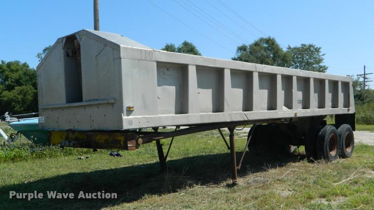 1963 Williamsen Senugra end dump trailer