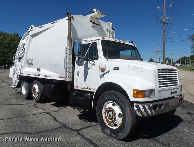 1999 International 4900 refuse truck