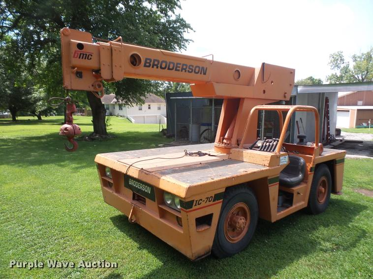 Broderson IC-70 carry deck crane