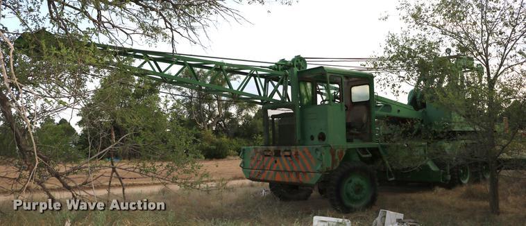 Gar Wood M20A truck crane