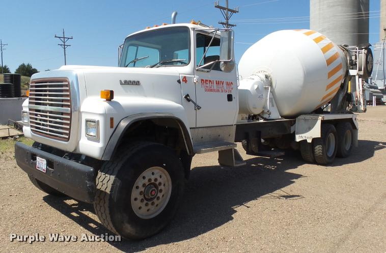 1995 Ford LT9000 ready mix truck