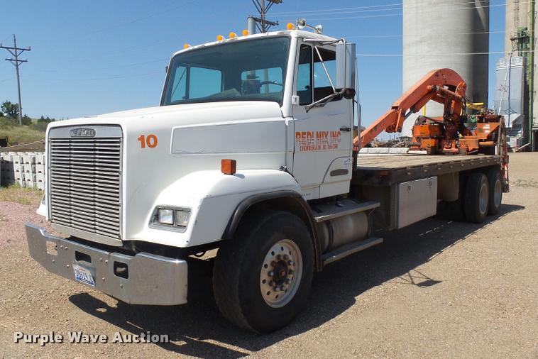 1989 Freightliner FLC11264T/ST crane truck