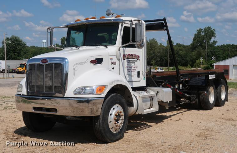 2011 Peterbilt 348 roll off container truck
