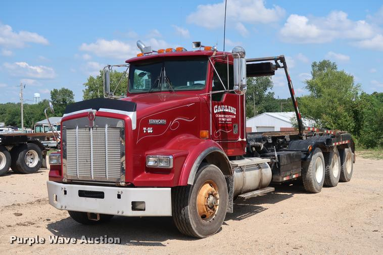 2001 Kenworth T800 roll off container truck