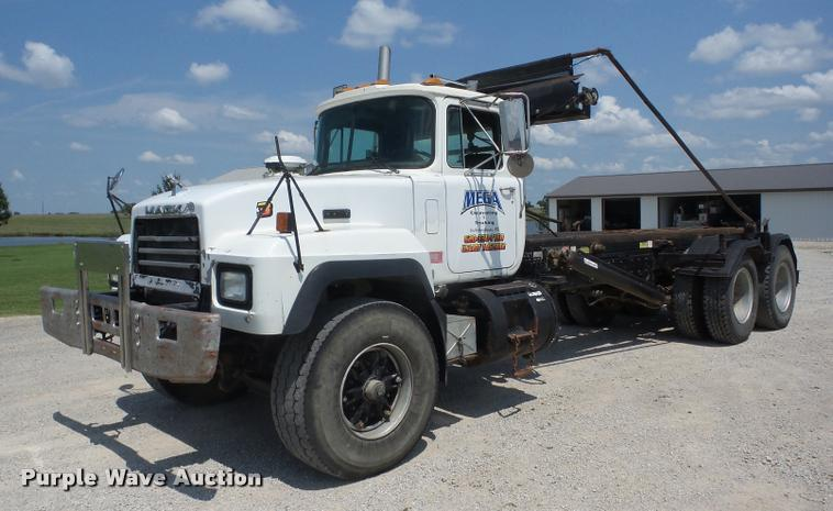 1998 Mack RD688SX roll off container truck