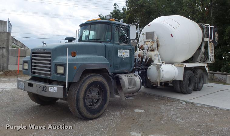 1997 Mack RD690S ready mix truck
