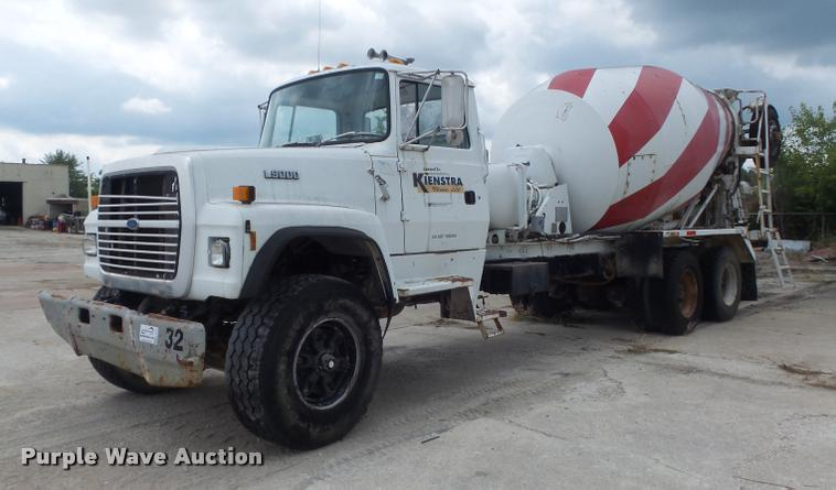 1992 Ford LT9000 ready mix truck