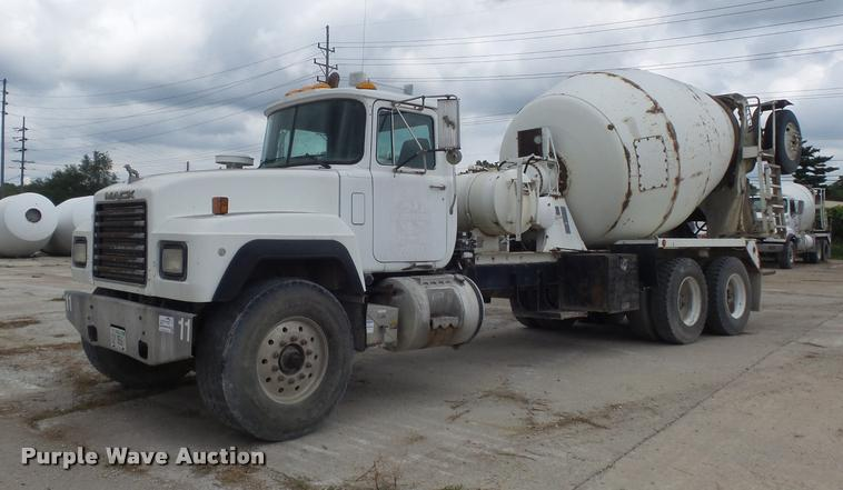 1999 Mack RD690S ready mix truck