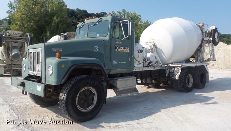1989 International F5070 ready mix truck