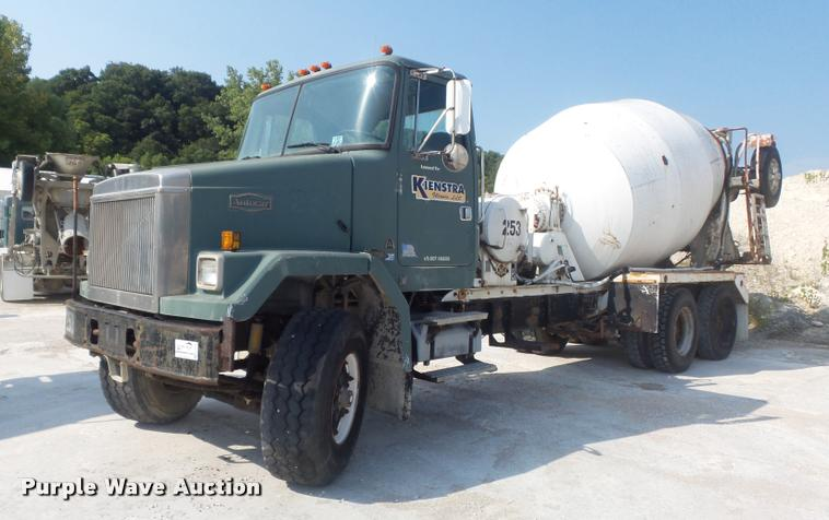 1989 Volvo ACM ready mix truck