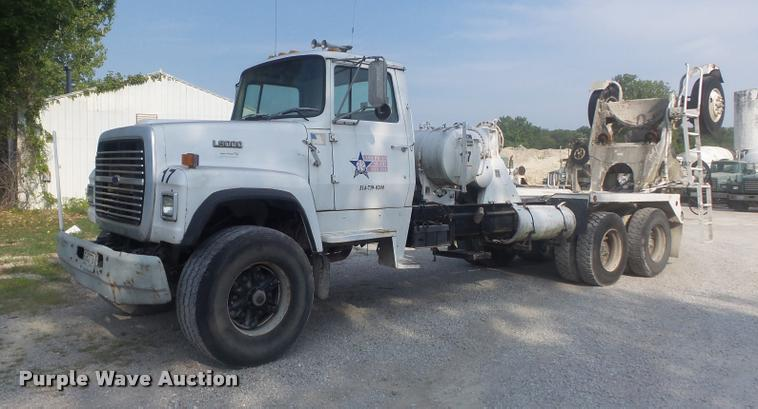 1989 Ford LT9000 ready mix truck