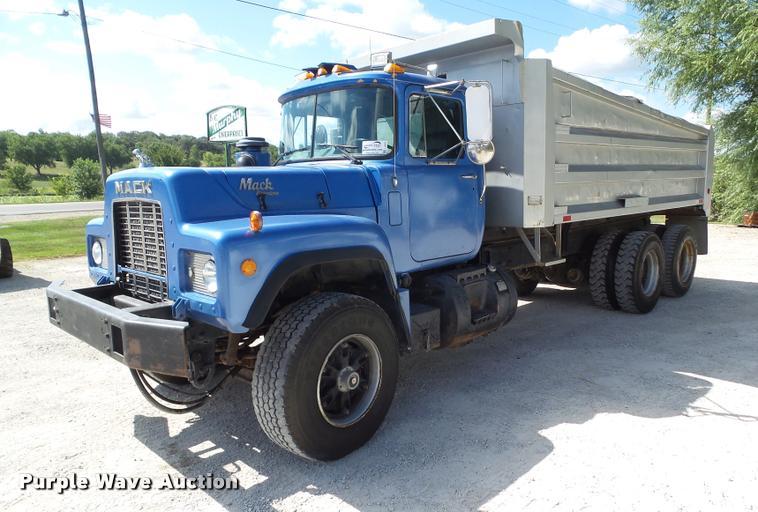 1992 Mack RD688S dump truck