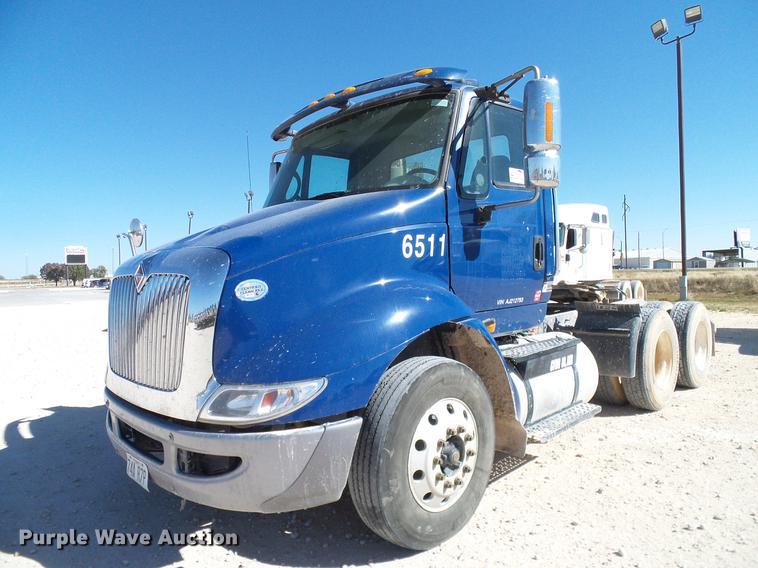2010 International TranStar 8600 semi truck