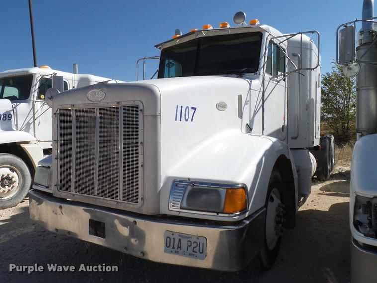 1999 Peterbilt 377 semi truck