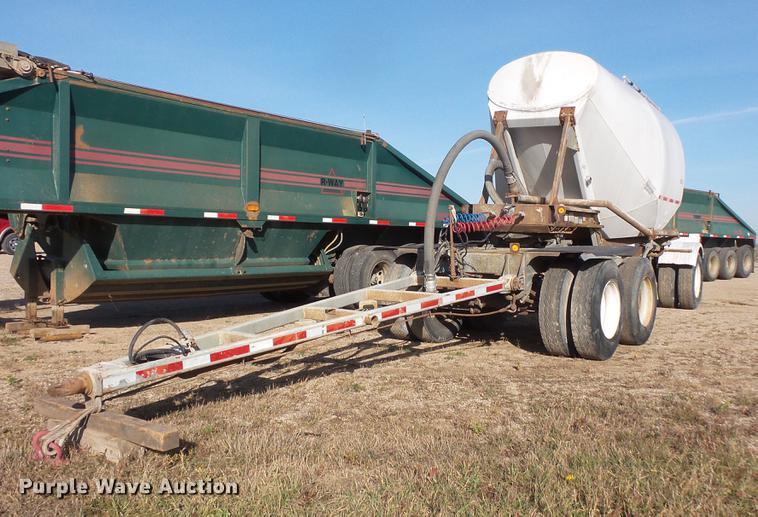 1985 Fruehauf HAD-FL1-3560 pneumatic dry bulk tank trailer