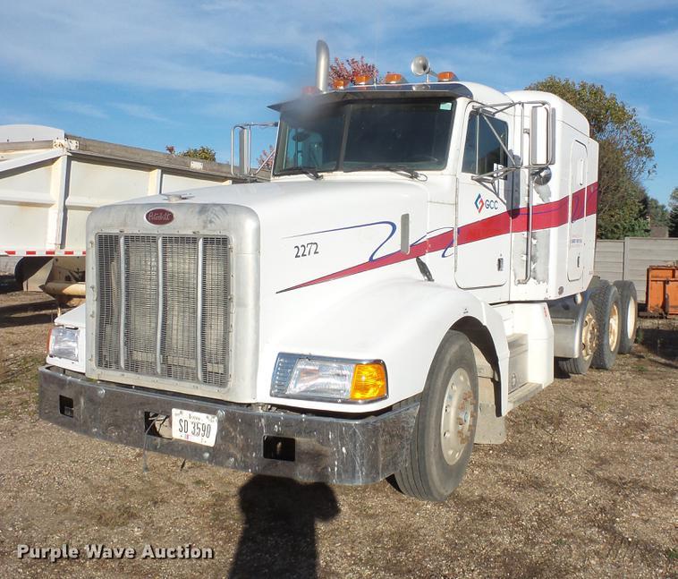 2000 Peterbilt 377 semi truck