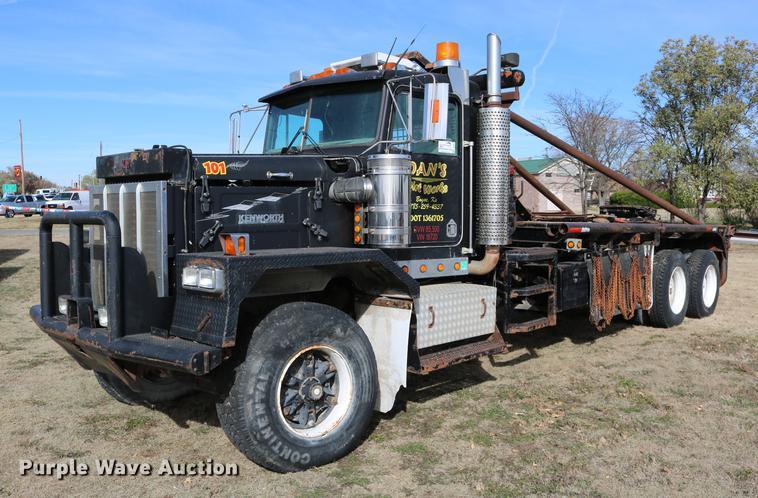 1988 Kenworth LW900 flatbed truck