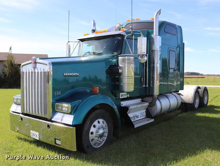 2005 Kenworth W900L semi truck