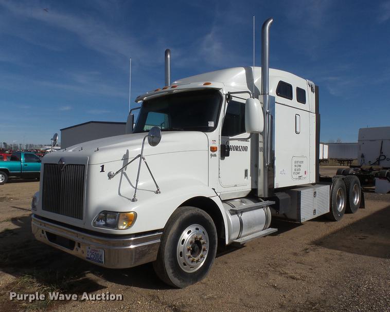 2007 International 9400i semi truck