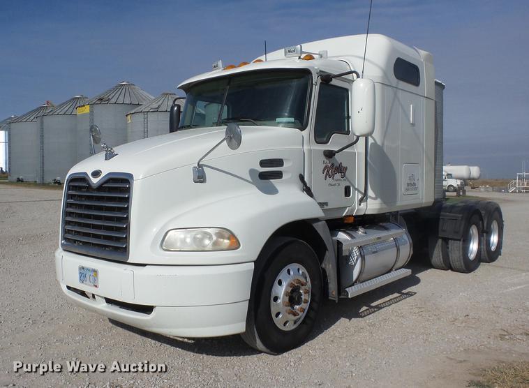2005 Mack CXN 613 Vision semi truck