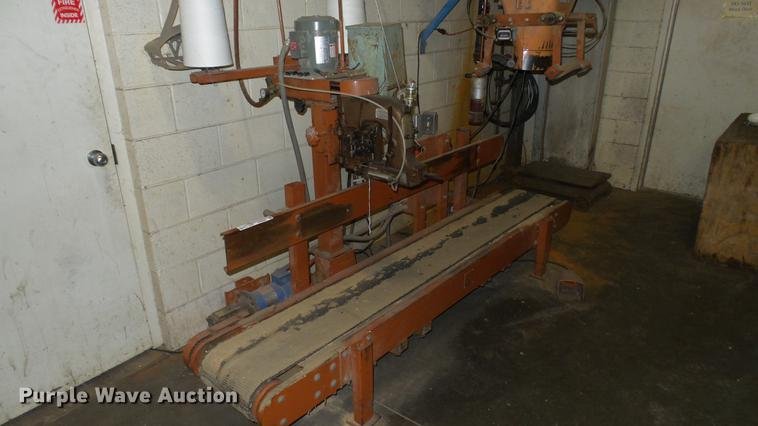 Express Scale Parts 908  conveyor with bag sewing head