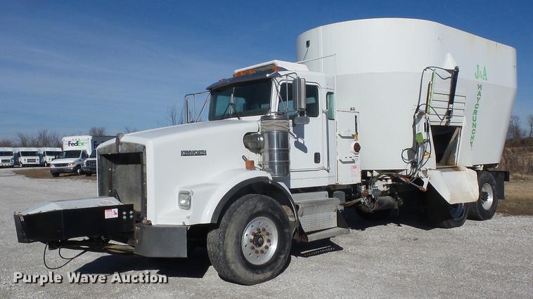 2003 Kenworth T800 mixer truck