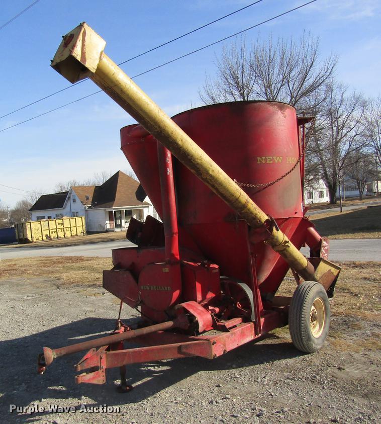 New Holland 350 grinder mixer