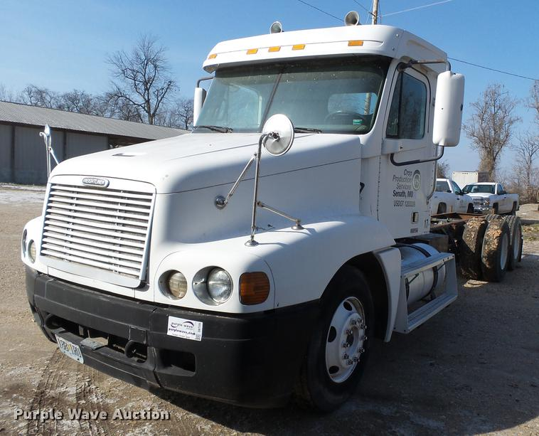 2000 Freightliner Century Class FLC12064 truck cab and chassis