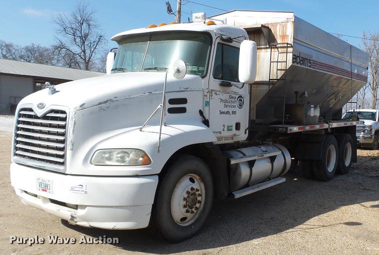 2003 Mack CX613 fertilizer tender truck