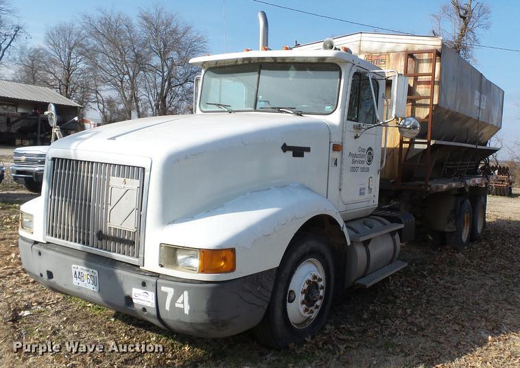 1994 International 9400 fertilizer tender truck
