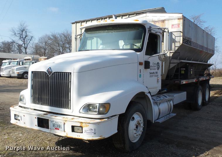 2005 International 9200i fertilizer tender truck
