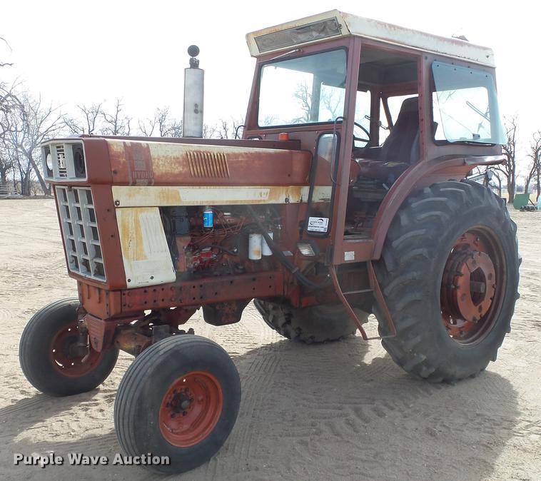 International 100 Hydro tractor