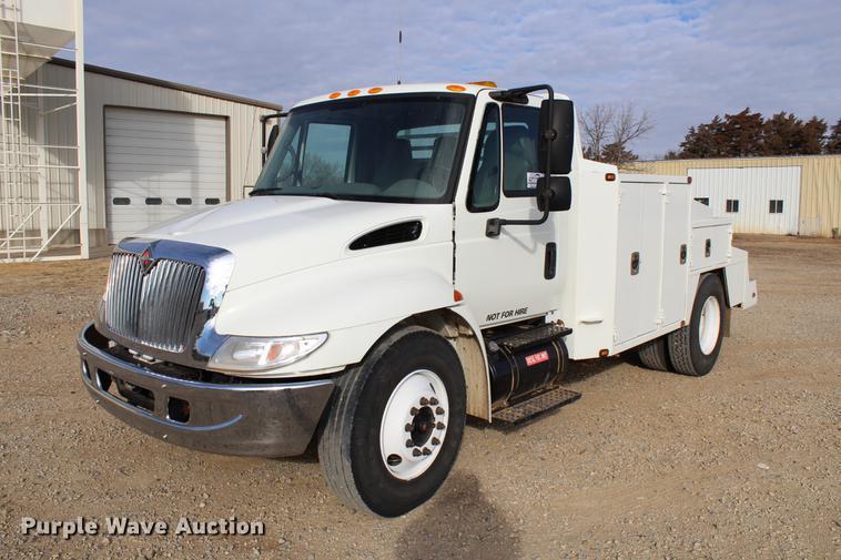 2002 International 4300 utility truck