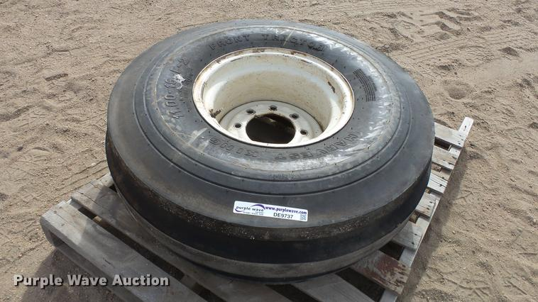 11.00-16 tire and wheel