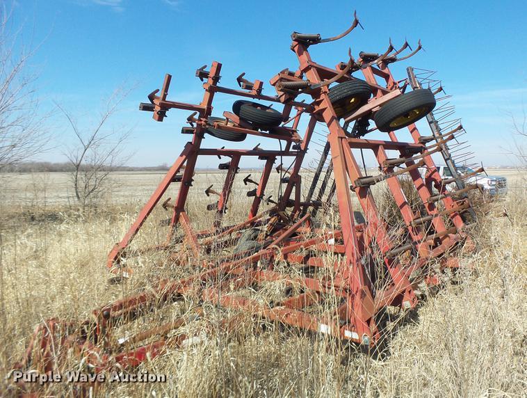 Case 4800 field cultivator