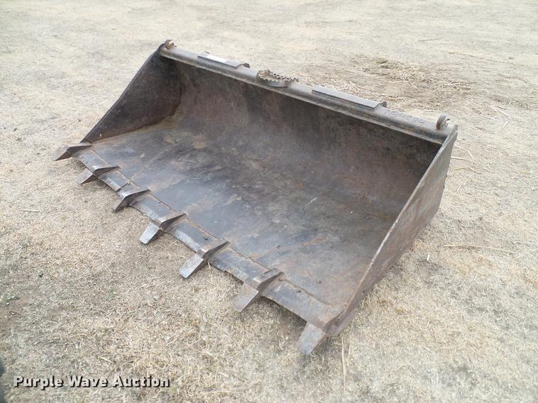 John Deere T72 skid steer bucket