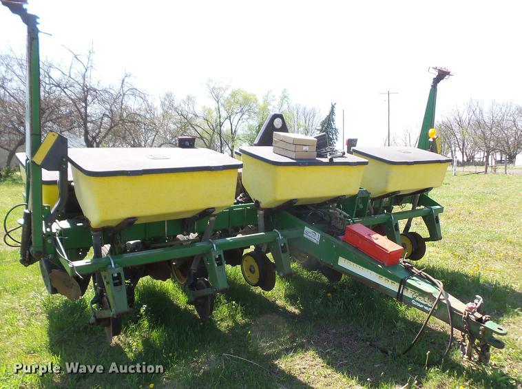 John Deere 1750 Max Emerge Plus no-till planter