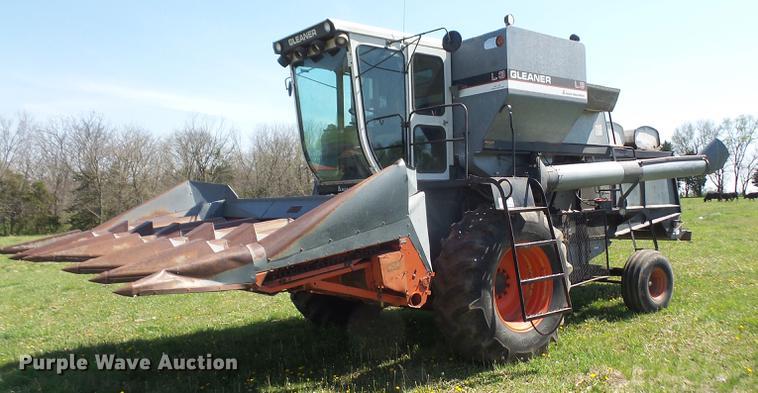 1983 Gleaner L3 combine