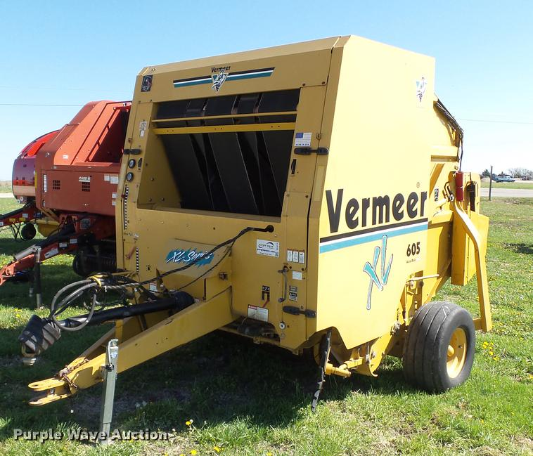 2001 Vermeer 605XL round baler