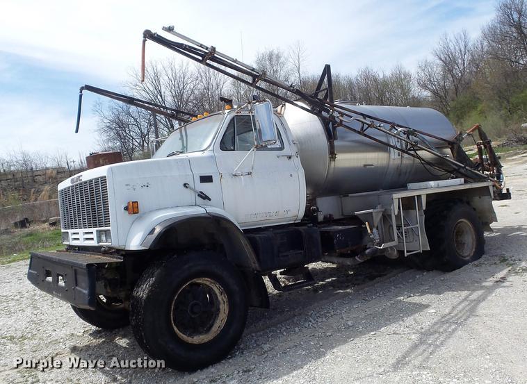 1989 GMC TopKick 7000 applicator truck
