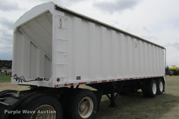 1997 Sandy Land single hopper bottom grain trailer
