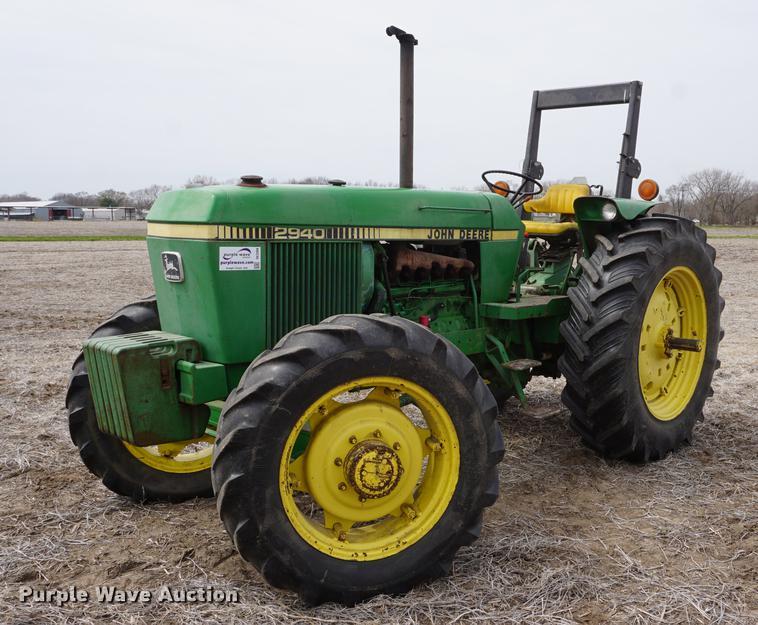1981 John Deere 2940 MFWD tractor