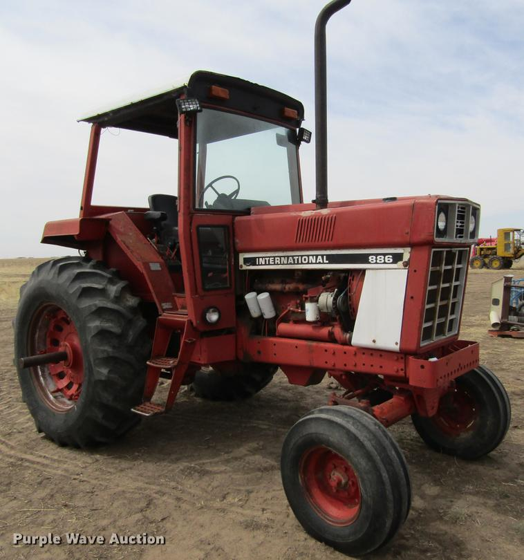 International 886 tractor