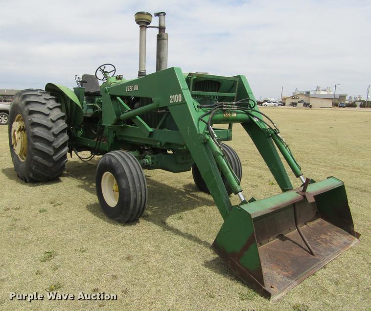 John Deere 4520/T813R tractor