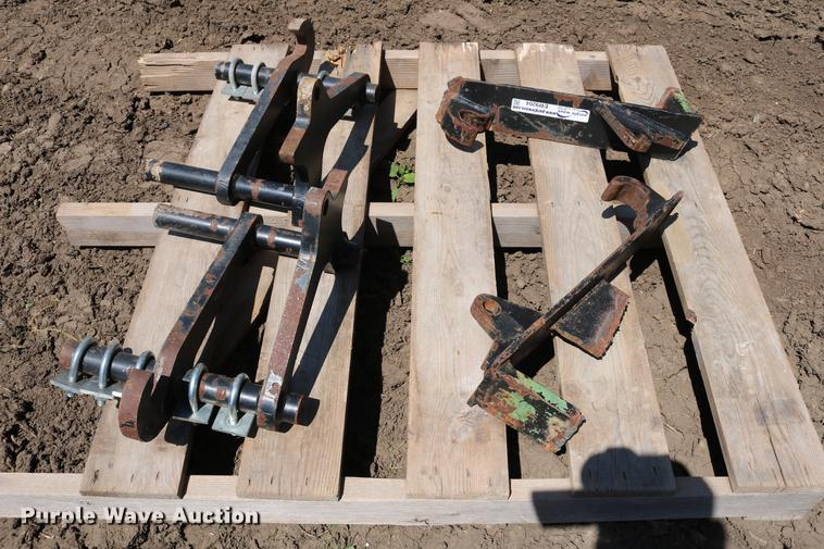 (2) sets of Global quick attach brackets
