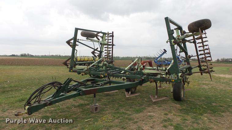 Sunflower 3040-28 Fallow-King field cultivator