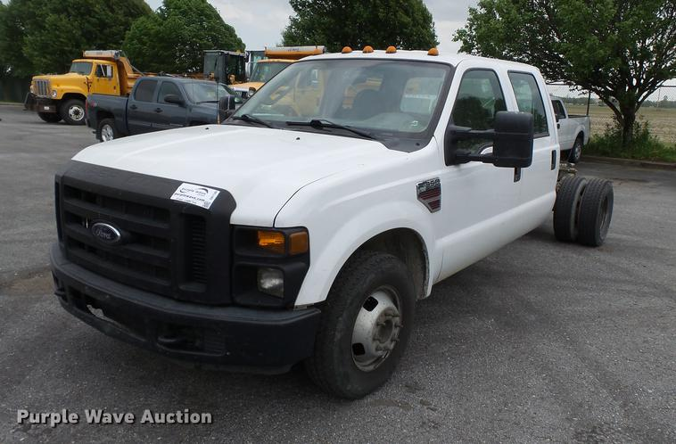 2008 Ford F350 Super Duty Crew Cab pickup truck